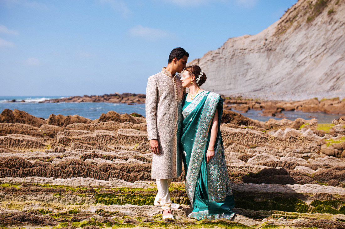 Post-Wedding photo shoot at Zumaia cliffs. Wedding Photographer Kunst Photo & Art