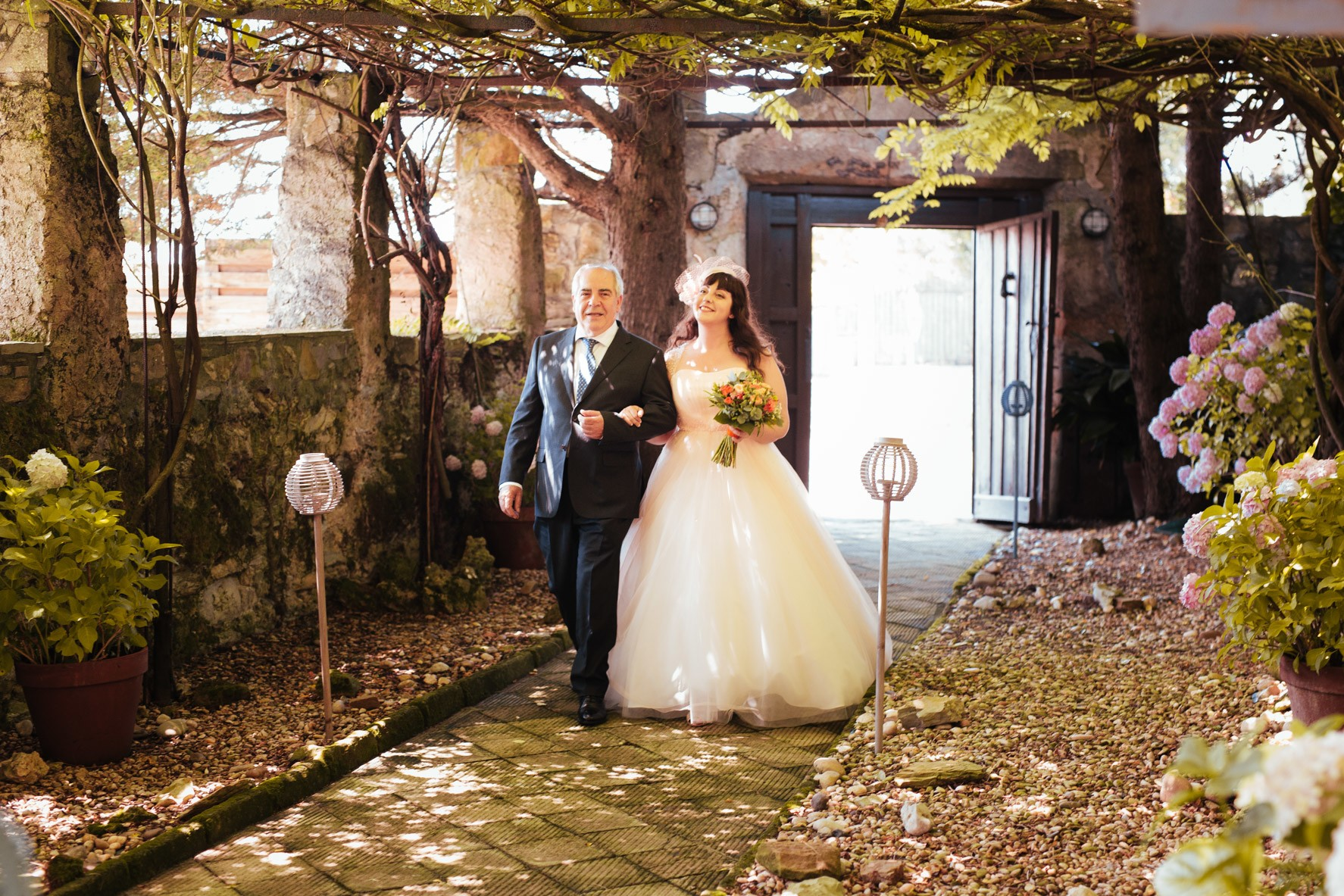 Bride and father. Wedding in Barrika, Vizcaya. Wedding photographer, Kunst Photo & Art